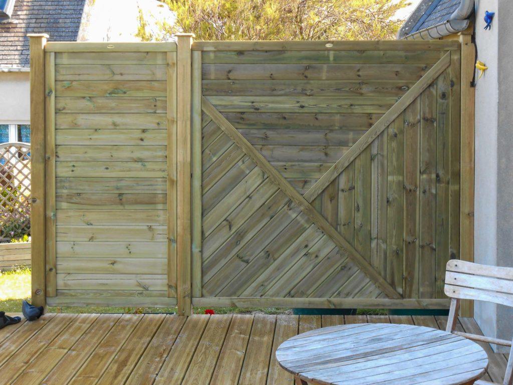 Terrasse sur mesure avec coupe vent en bois